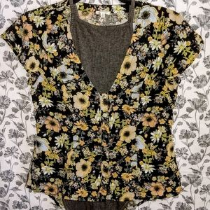 En Creme- Floral Print/Button Up Short Sleeve Top